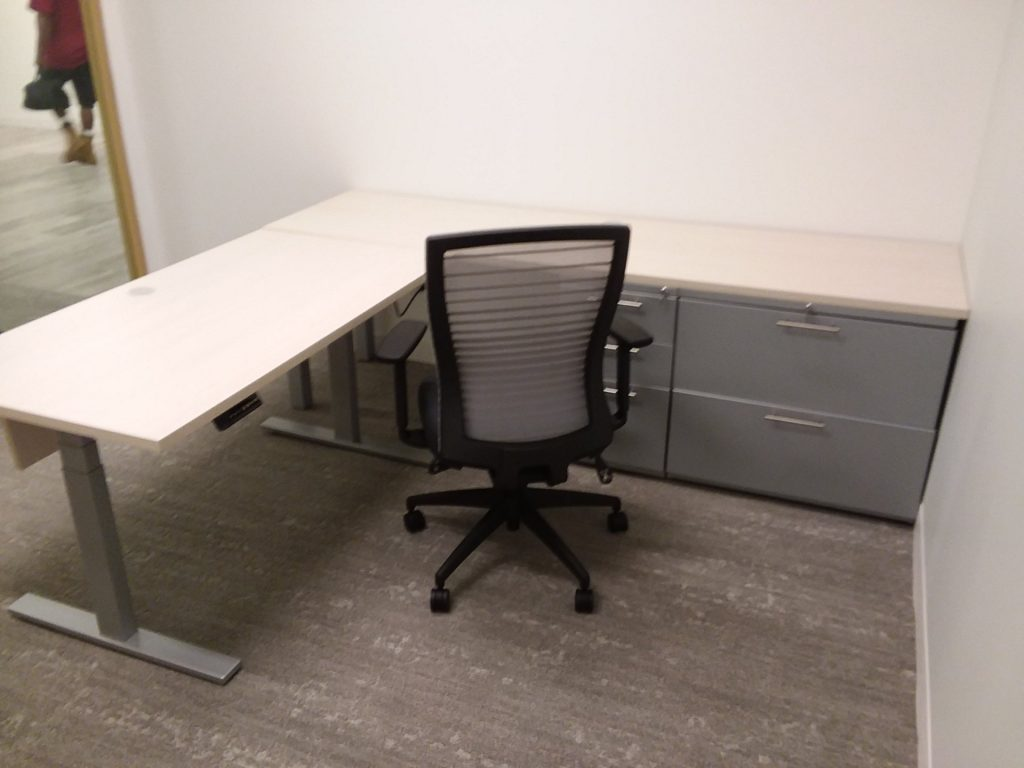 20180815 211015 0bef5e0f 1024x768 1024x768 1 - Pre-Owned-Desks